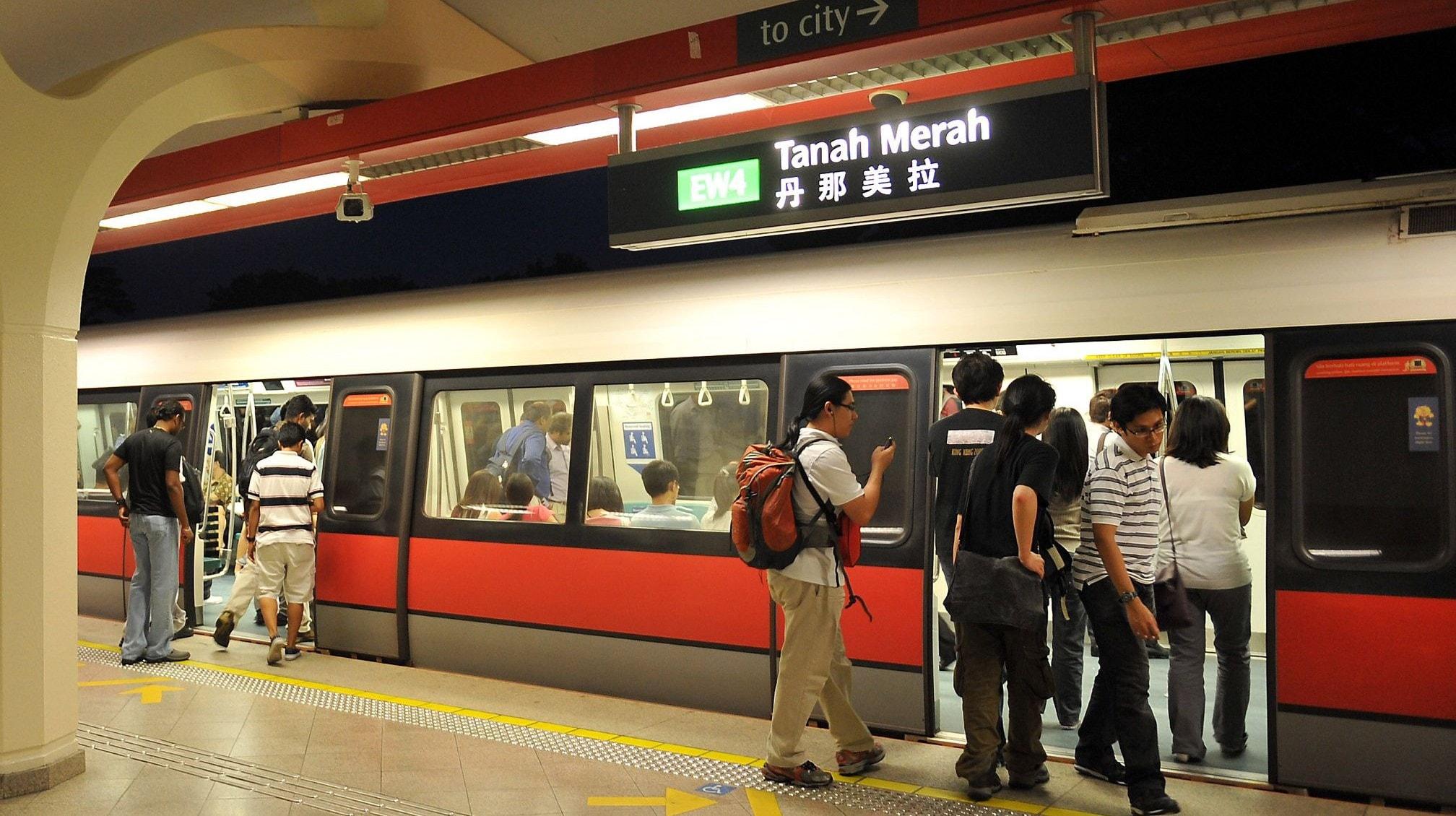 Tàu điện ngầm rất phổ biến ở Singapore