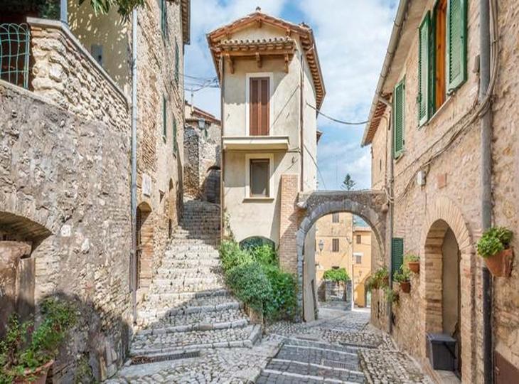 Casperia, một thị trấn trên đỉnh đồi Sabine ở Ý