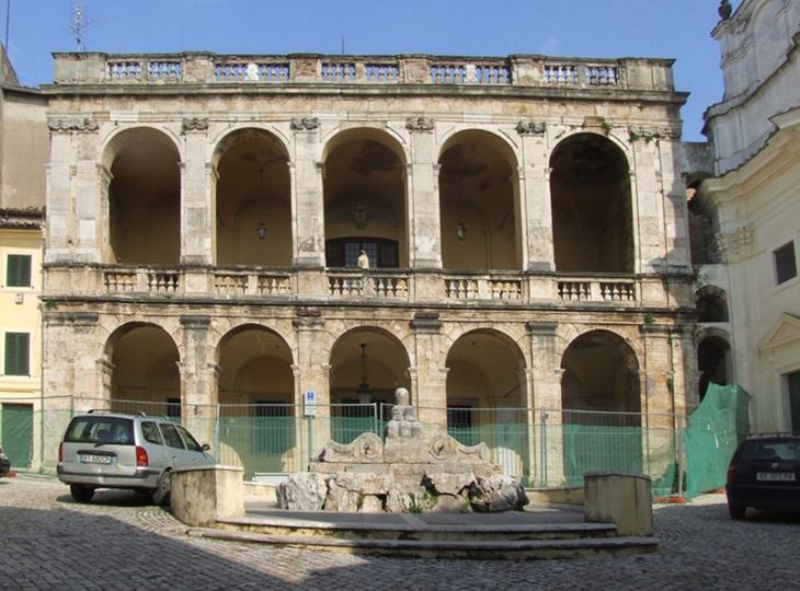 Quảng trường cổ xưa ở Cantalupo vùng Sabina nước Ý
