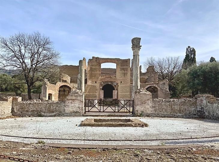 Một tàn tích cổ trên đường khám phá vùng Sabina nước Ý